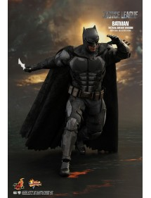 HOT TOYS  JUSTICE LEAGUE  BATMAN - TACTICAL BATSUIT VERSION
